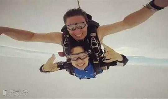 挑战极限高空跳伞--4000米高空感受200KM的自由落体
